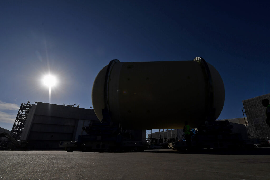 October 2020 - The Cs2 LOX tank is moved from Bay N of Building 131 to the VAB on Friday, November 6, 2020.