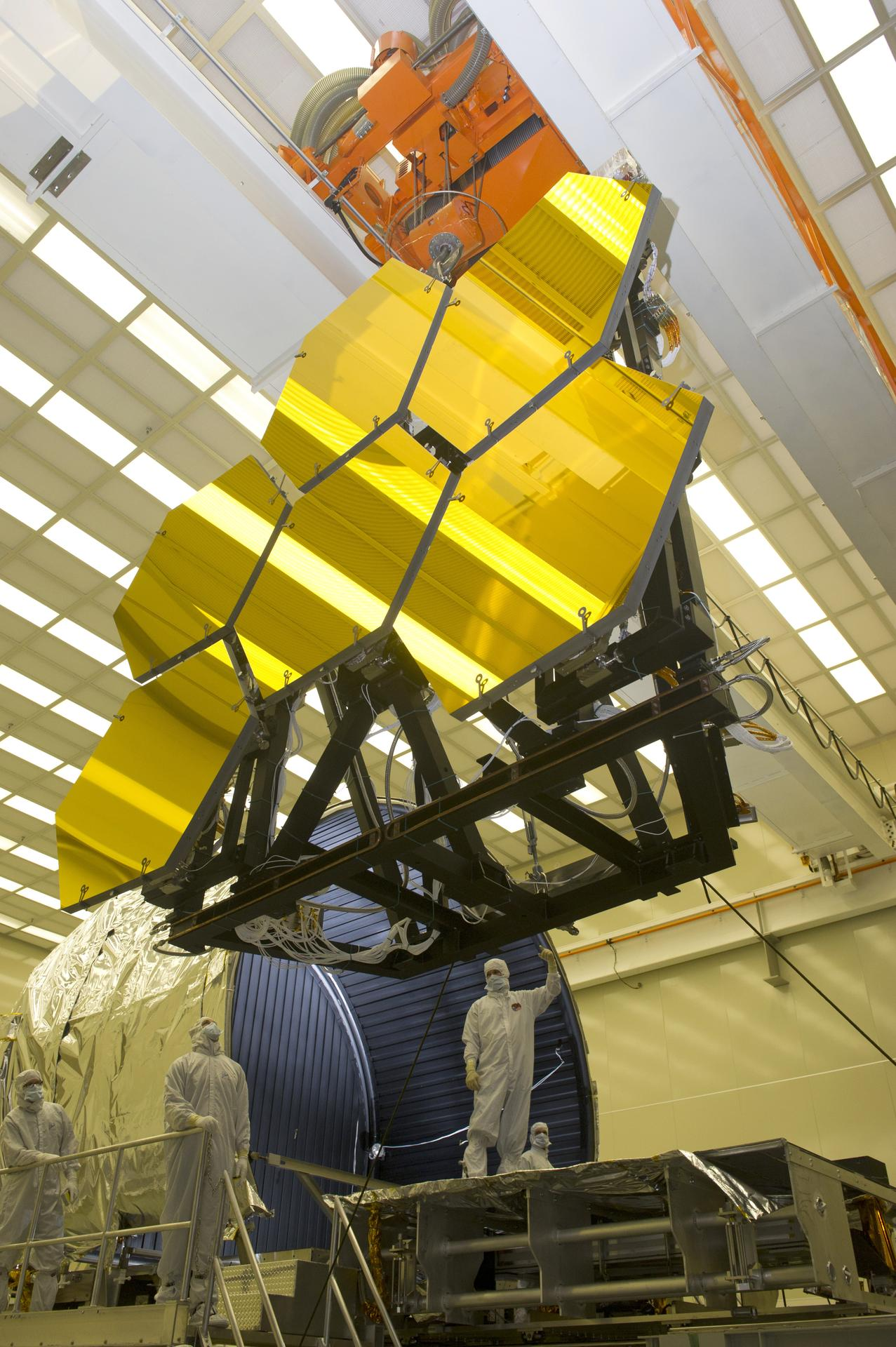 ECHNICIANS REMOVE FINAL SIX JWST MIRRORS TESTED AT MSFC X-RAY AND CRYOGENIC FACILITY